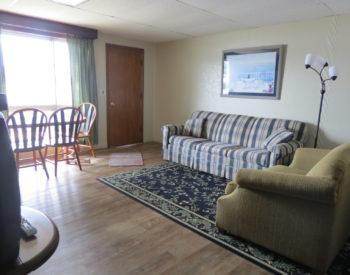 https://www.val-e-vueresort.com/wp-content/uploads/1B-livingroom-350x275.jpg