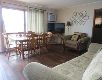 https://www.val-e-vueresort.com/wp-content/uploads/2A-livingroom-350x275.jpg