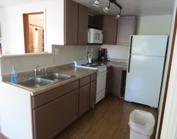 https://www.val-e-vueresort.com/wp-content/uploads/cabin-6-kitchen-350x275.jpg